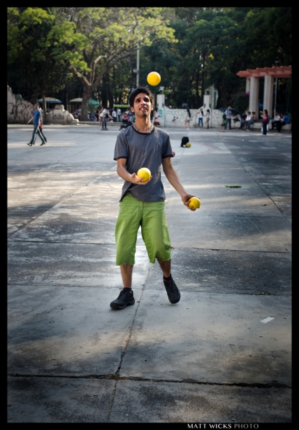 practicing in public.  Parque Mexico.